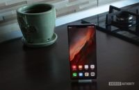 huawei mate 30 pro space silver homescreen on counter 1