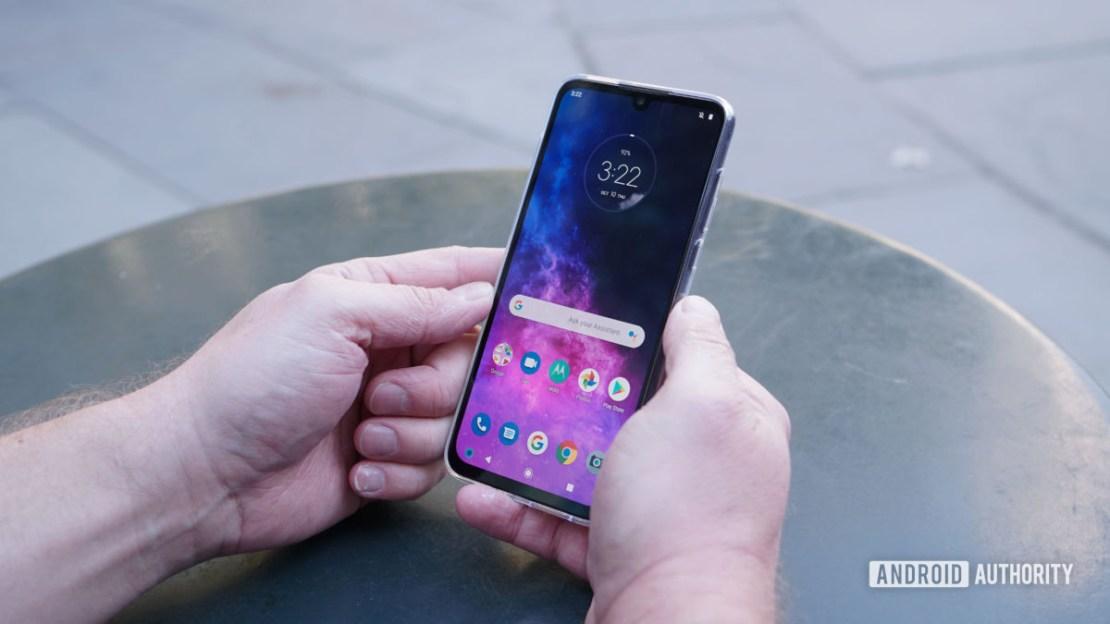 Motorola Moto One Zoom home screen in hand 1