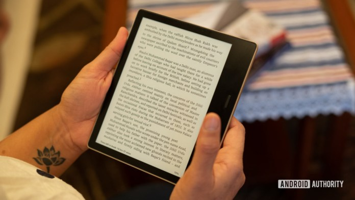 Amazon Kindle Oasis in hand reading