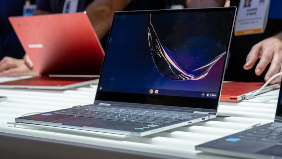 Frente do Chromebook Samsung Galaxy em ângulo prata 2