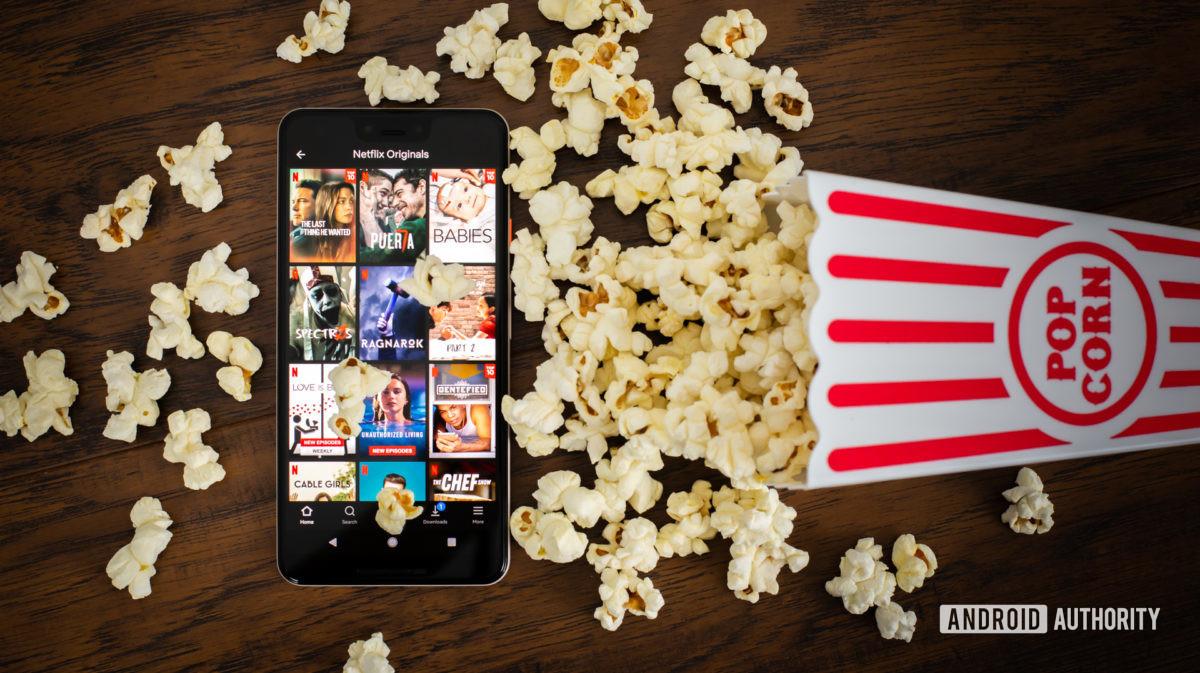 Оригиналы Netflix рядом с попкорном stock photo 6