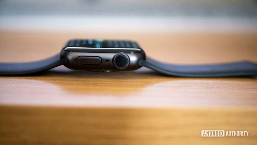 Apple Watch Series 5 vs Galaxy Watch Active 2