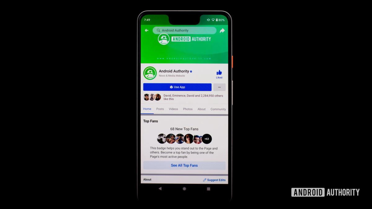 Приложение Facebook на телефоне, показывающее веб-сайт Android Authority - Как удалить страницу Facebook.