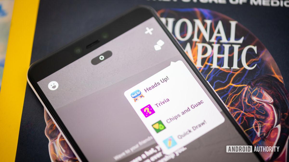 Приложение Houseparty на смартфоне стоковые фото игры