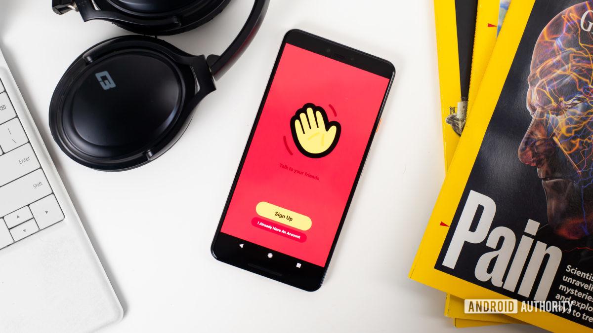 Приложение Houseparty на главном экране смартфона stock photo