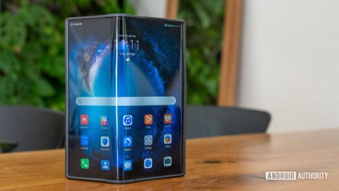 Huawei Mate Xs review open mode standing