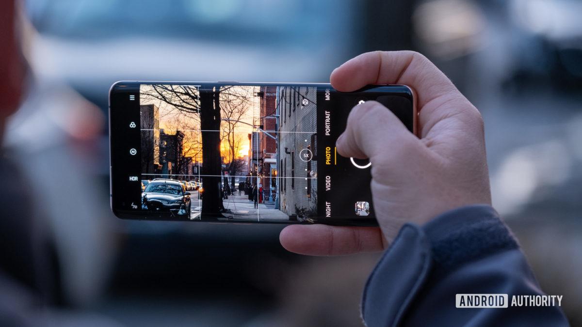 Oppo Find X2 Pro tirando uma tela de foto