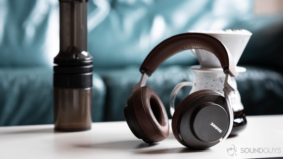 Estilo de vida dos fones de ouvido com cancelamento de ruído Shure Aonic 50