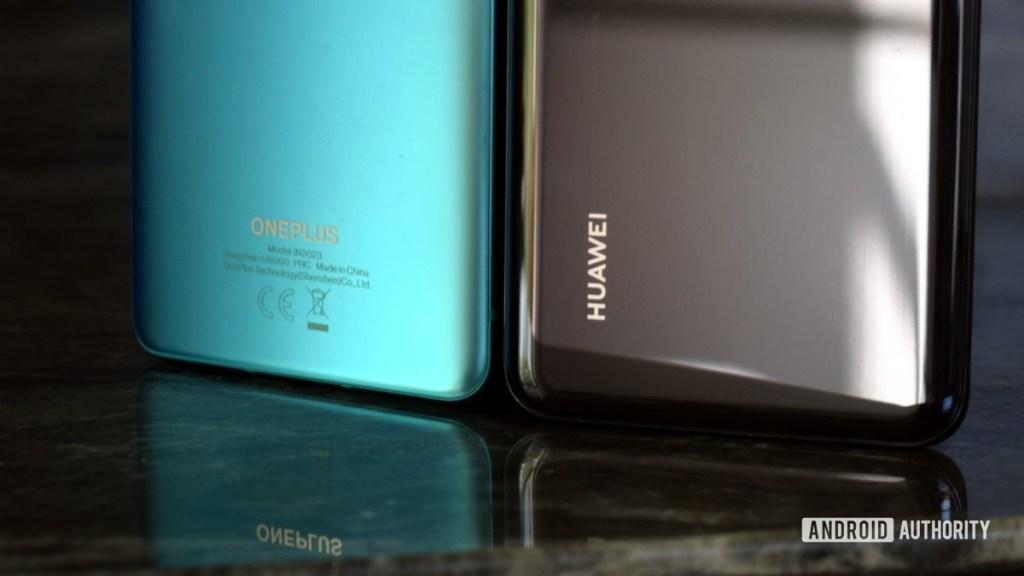Логотип OnePlus и логотип Huawei