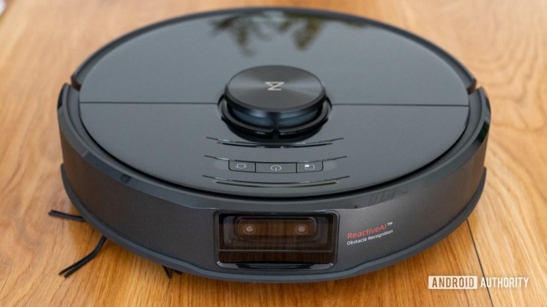 Roborock S6 MaxV robot vacuum cleaner front view top