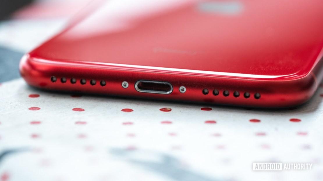 iPhone SE lightning port 2
