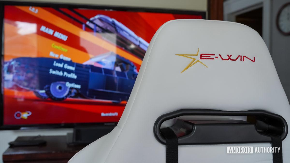 Логотип E Win Racing Hero со спинкой стула