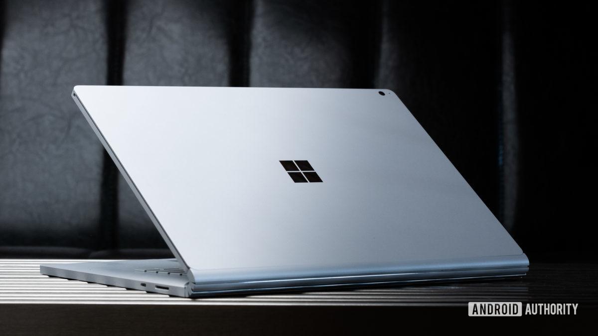 Opção 2 do Microsoft Surface Book 3 anexado de volta