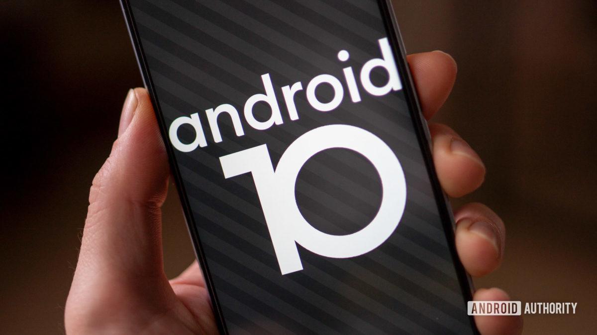 RealmeX3 Superzoom Android 10 пасхальное яйцо в руке