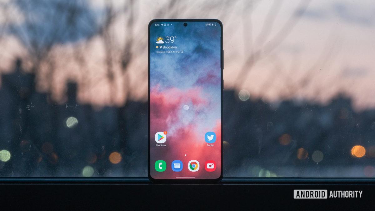 Samsung Galaxy S20 Ultra screen in the window 2