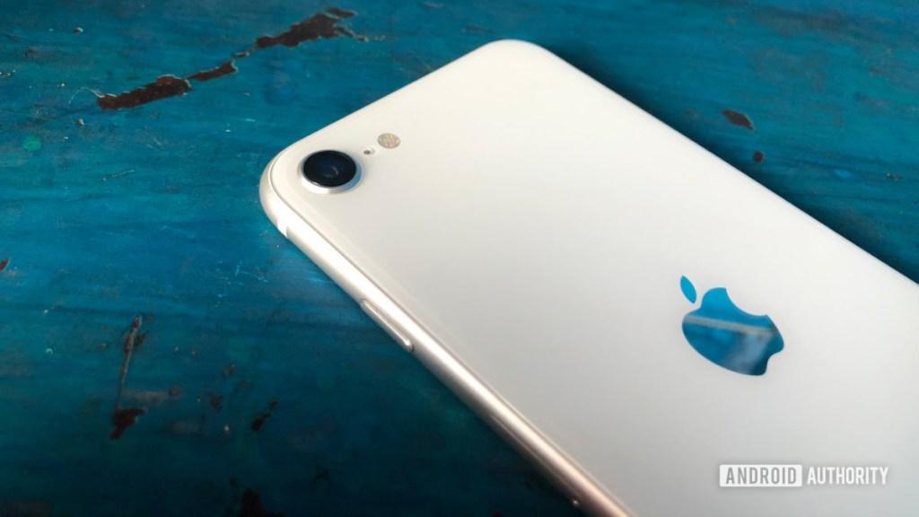 iPhone SE 2020 белая задняя камера Apple Logo