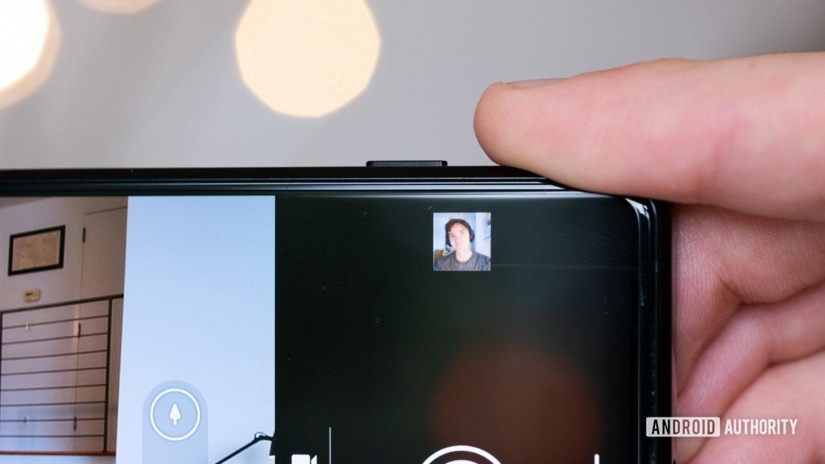 Sony Xperia 1 II выделенный затвор камеры