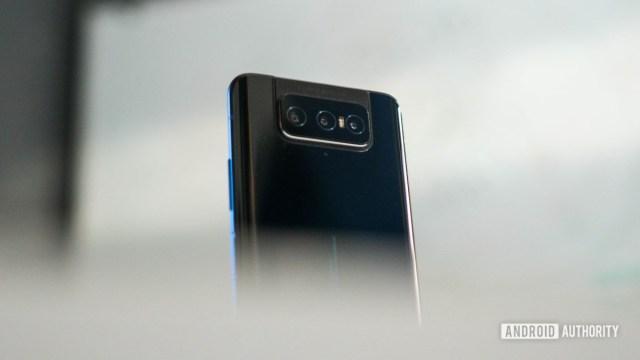Asus Zenfone 7 Pro rear camera creeping shot