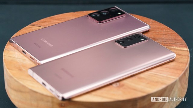 Samsung Galaxy Note 20 ve Note 20 Ultra sağ arka profil