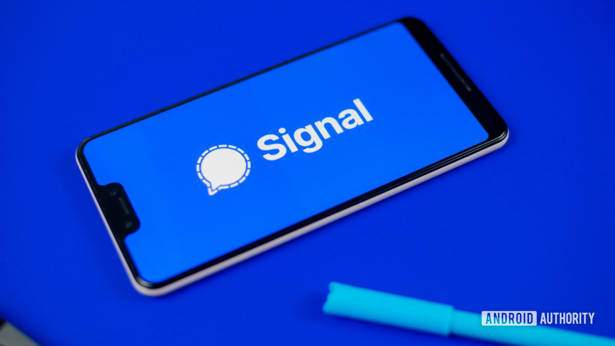 Signal Private Messenger stock photo 4
