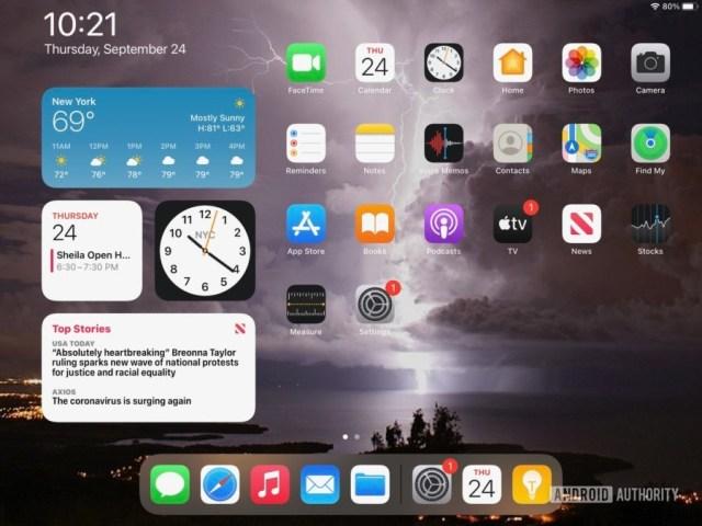 Apple iPad 2020 iPadOS 14 customized home screen