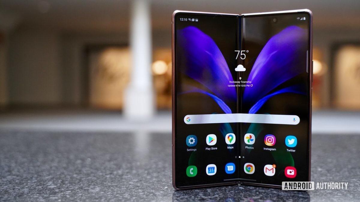 Samsung Galaxy Z Fold 2 развернул экран на
