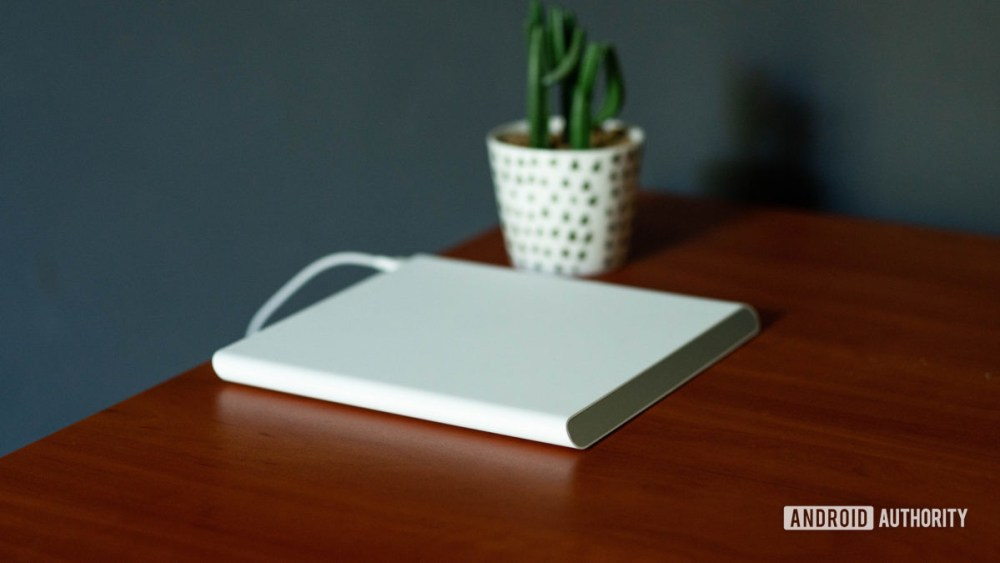 Xiaomi Mi 20W Smart Tracking Wireless Charging Pad is empty on the table