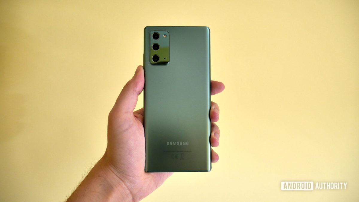 Samsung Galaxy Note 20 revisão na mão glasstic