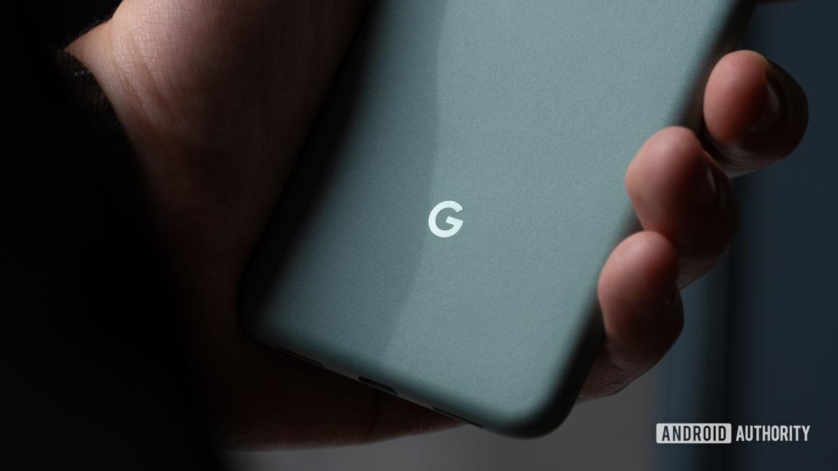 Google Pixel 5 макрос логотипа Google