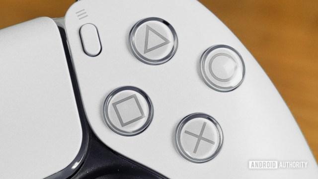 PlayStation 5 DualSense Denetleyici Düğmelerin Yakın Görünümü