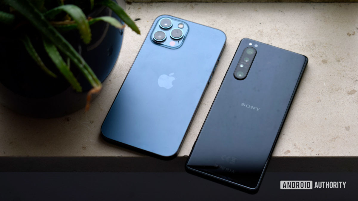 Sony Xperia 1 II против Apple iPhone 12 Max EOY 2020 - Починка телефона, поврежденного водой