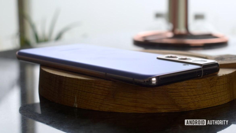 Samsung Galaxy S21 Plus purple