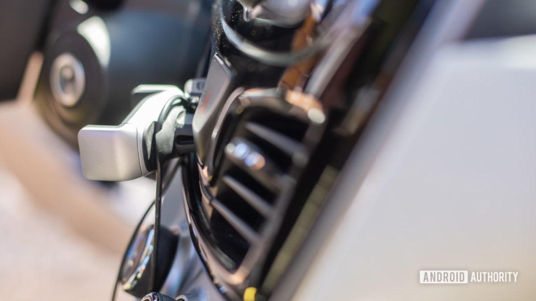 Belkin Universal Car Vent Mount review 5