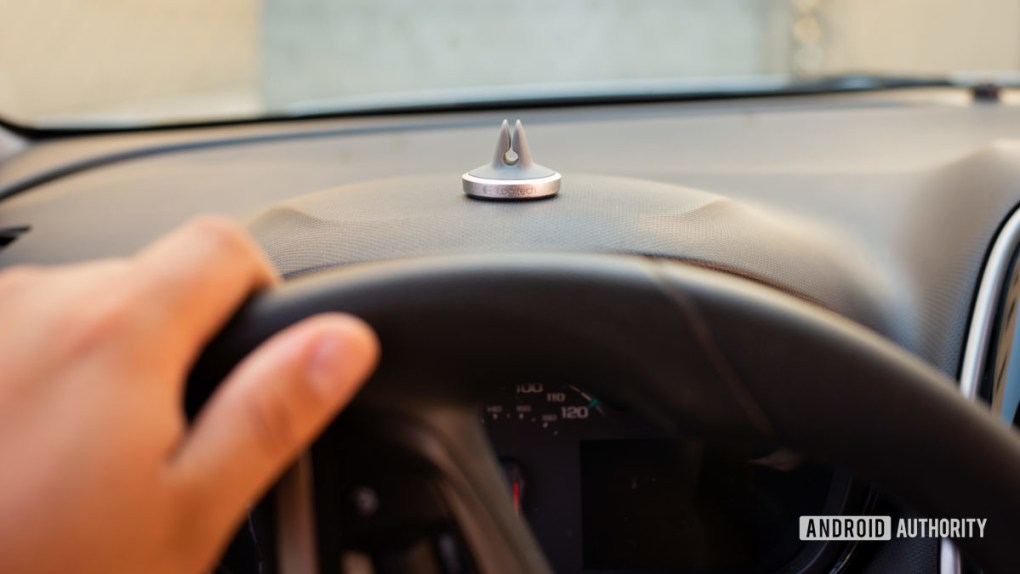 Logitech Plus Trip magnetic car vent mount review 3
