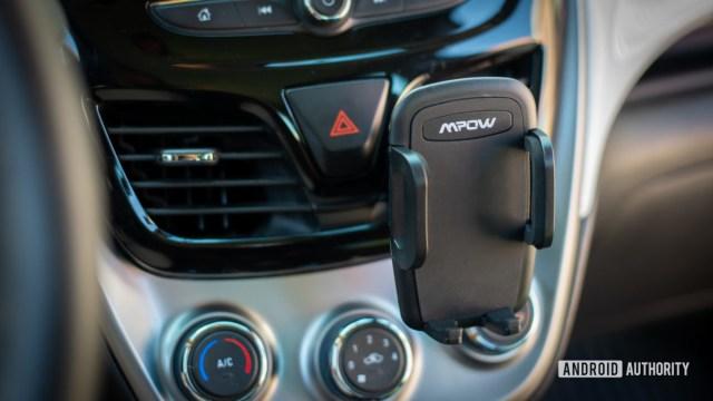 Mpow Air Vent Car Mount Pro review 1