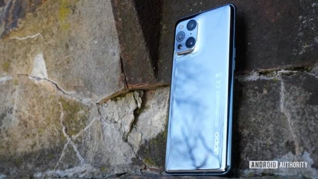 Oppo Find X3 Pro rear profile