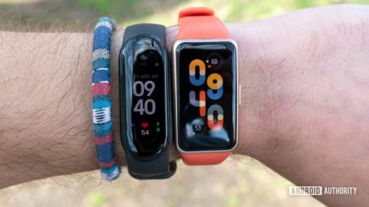 Huawei Band 6 review vs xiaomi mi band 6 on wrist