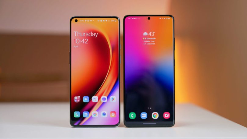 OnePlus 9 Pro vs Samsung Galaxy S21 Ultra on table