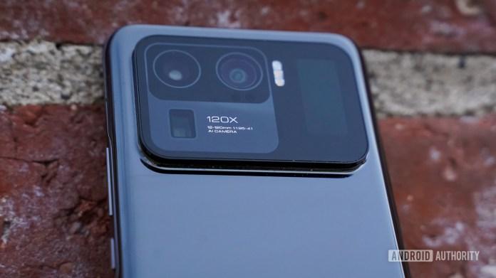 Xiaomi Mi 11 Ultra leaning camera