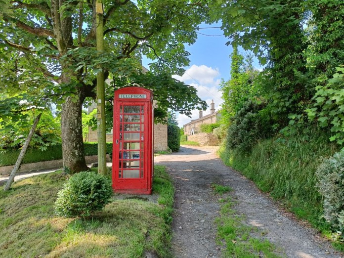 OnePlus Nord 2 5G camera sample of red telephone box