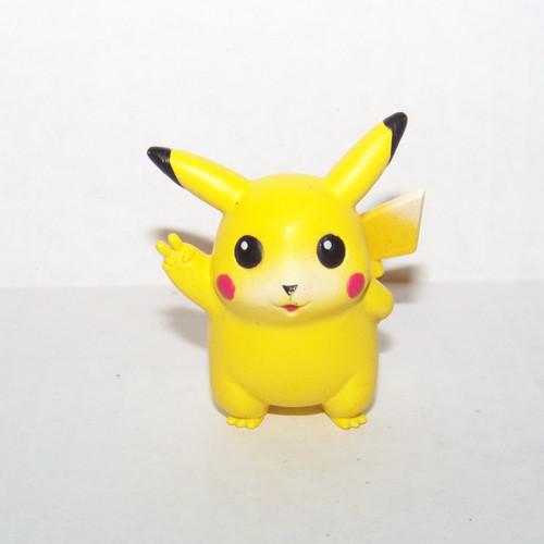 Pokemon Pikachu Victory Tomy Figure