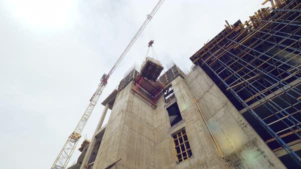 tower crane lifting materials