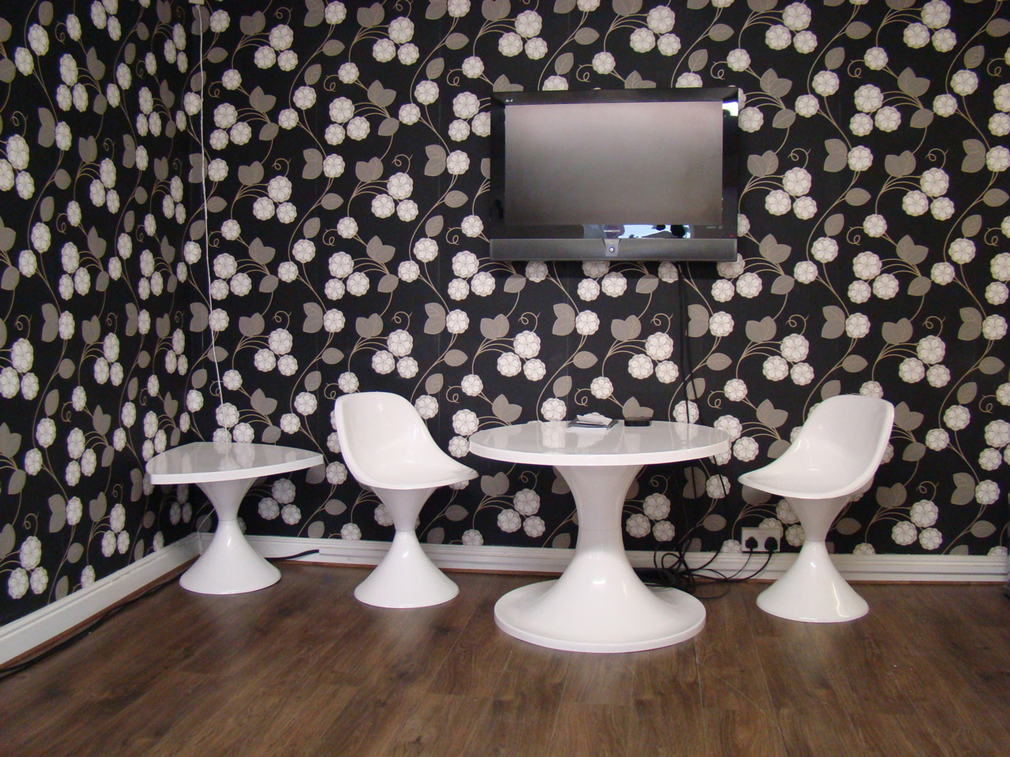 tulip table and chairs nz doc mcstuffins upholstered chair uk 1960s style furniture collection set retro vintage