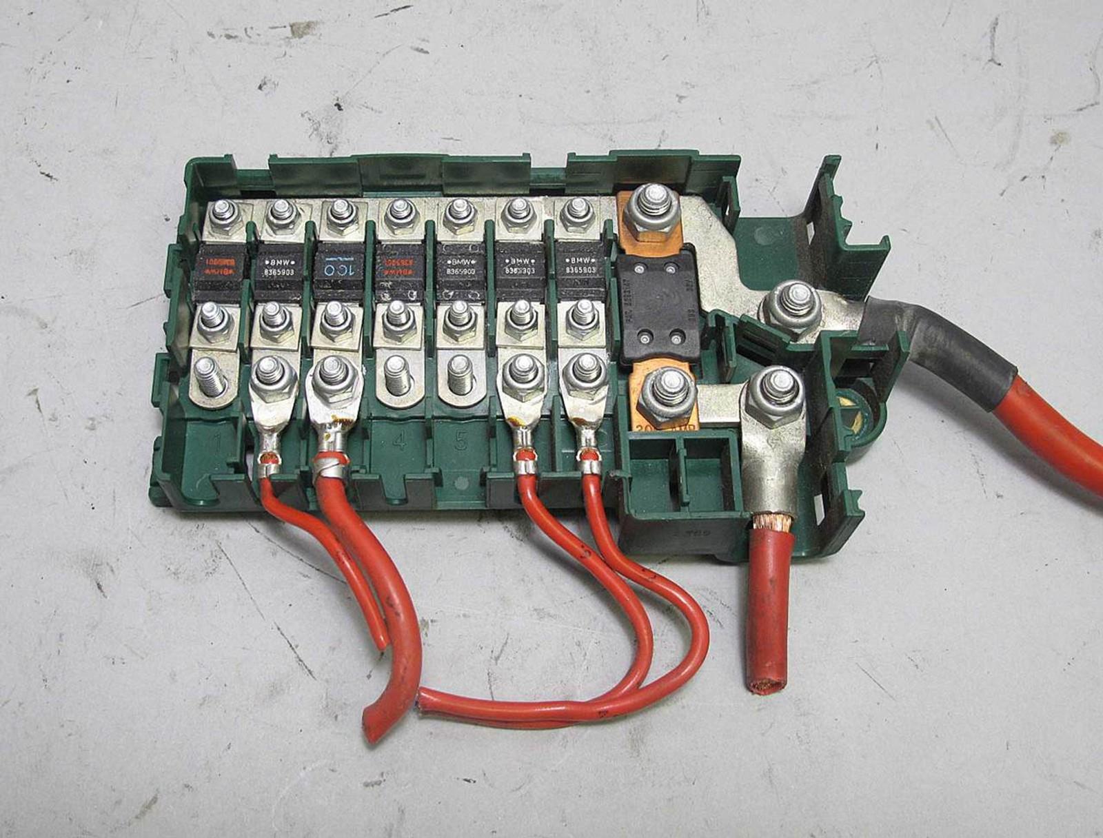 bmw e39 5 series trunk fuse box bus bar power junction green 1995 bmw  [ 1280 x 973 Pixel ]