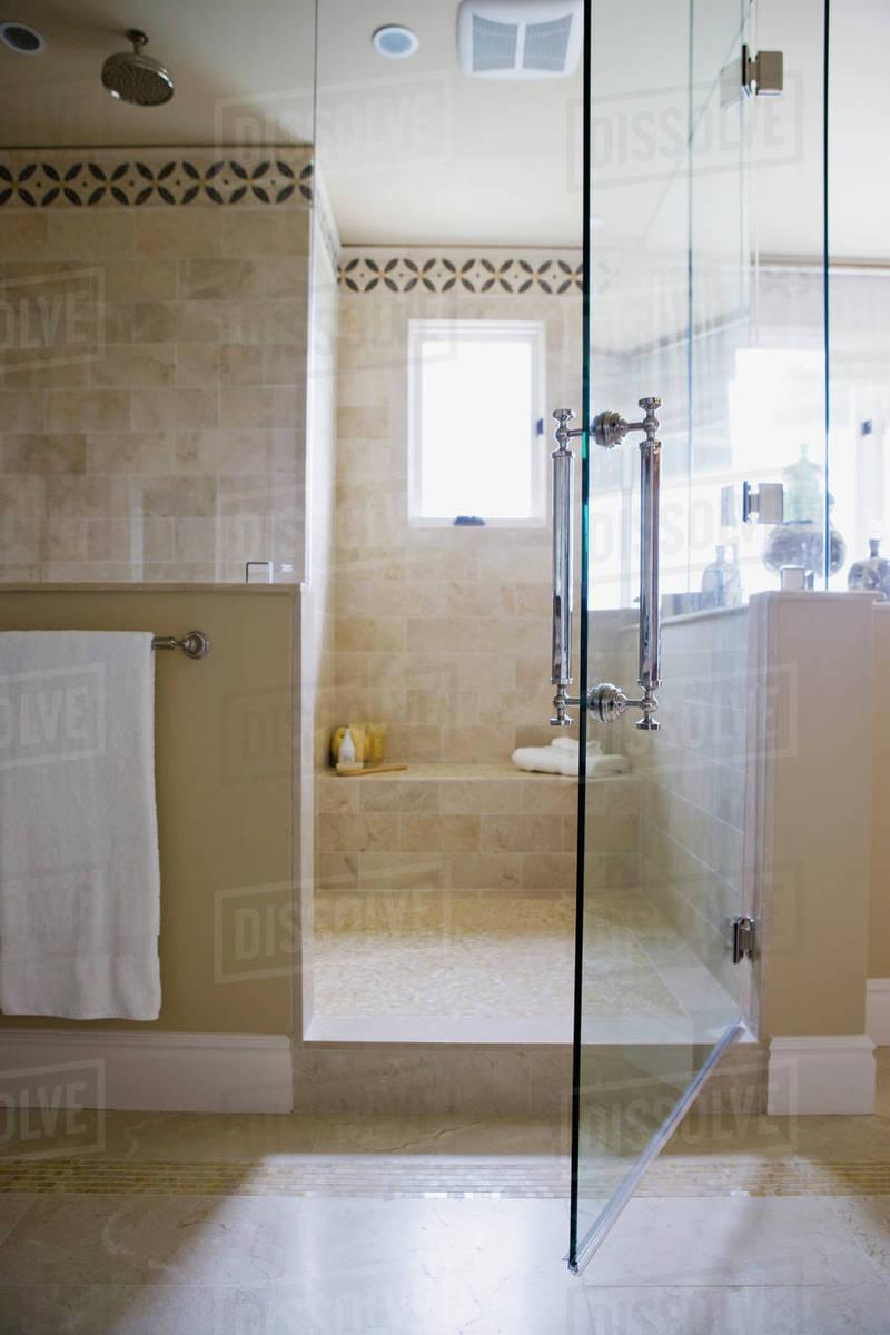 Open Glass Door To Walk In Shower D145 200 721