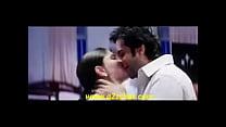 Kareena Kapoor Kiss - www.smsxx.blogspot.com.flv