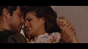 Bokep Bollywood beauty Jacqueline Fernandez hot kissing scenes   sexy dance !