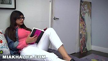 MIA KHALIFA - Bespectacled Lebanese Babe Gives Her Friend Blowjob Lessons