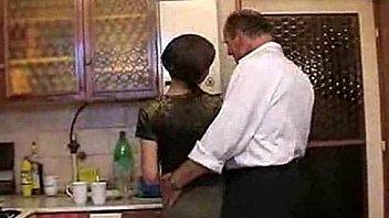 Bokep Inceste entre papa et sa fille dans la cuisine - pornheed.com