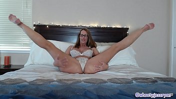 Bokep Mature Camgirl Jess Ryan In Bed Plays With Big Dildo